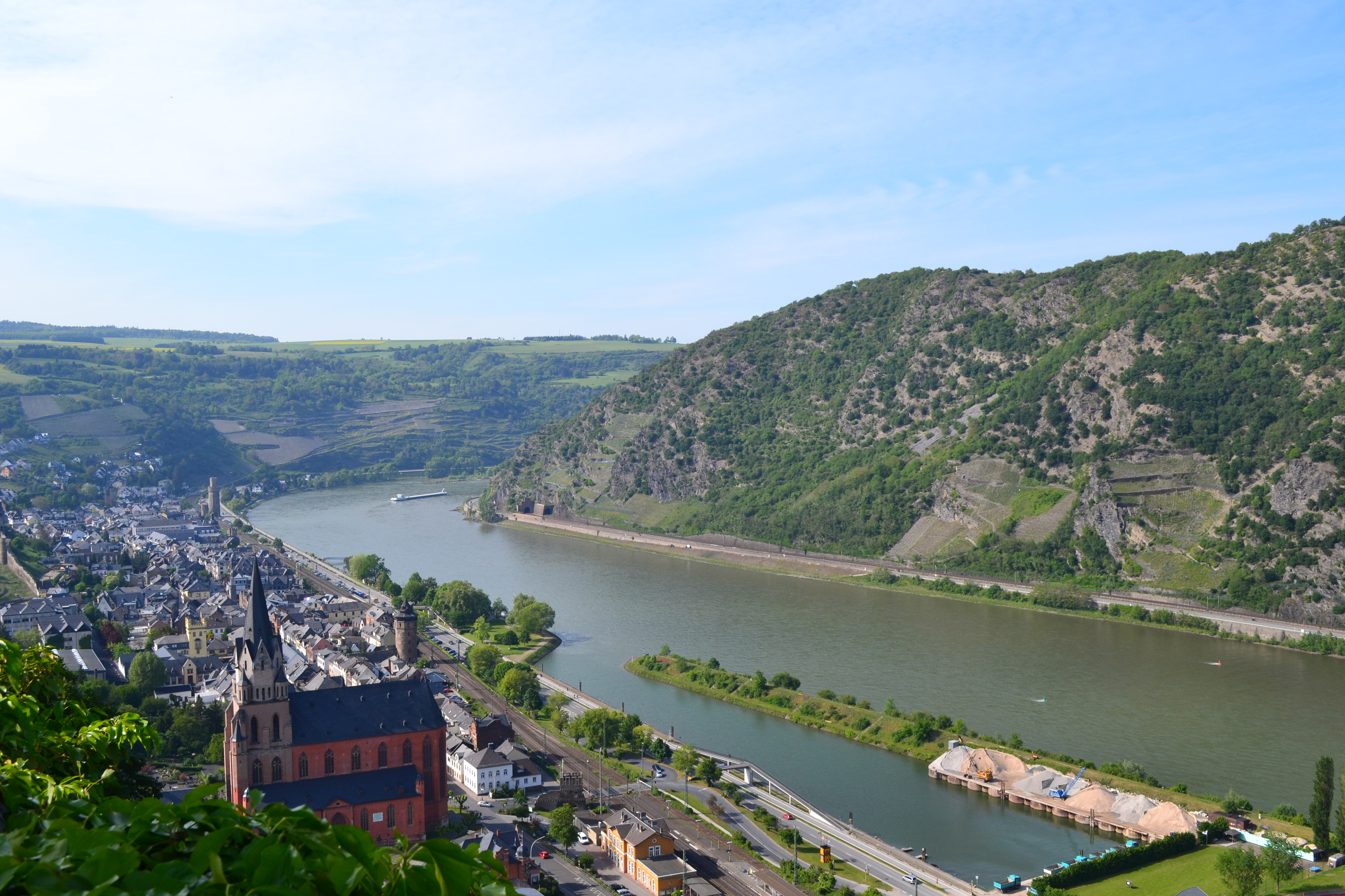 the rhine river The economic importance of the rhine is mostly due to its role as a waterway crossing large parts of western europe (with canals to french rivers and to the german main and danube.
